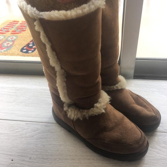 05e24b5e983 Ugg Australia Sundance II boots size 6 chestnut